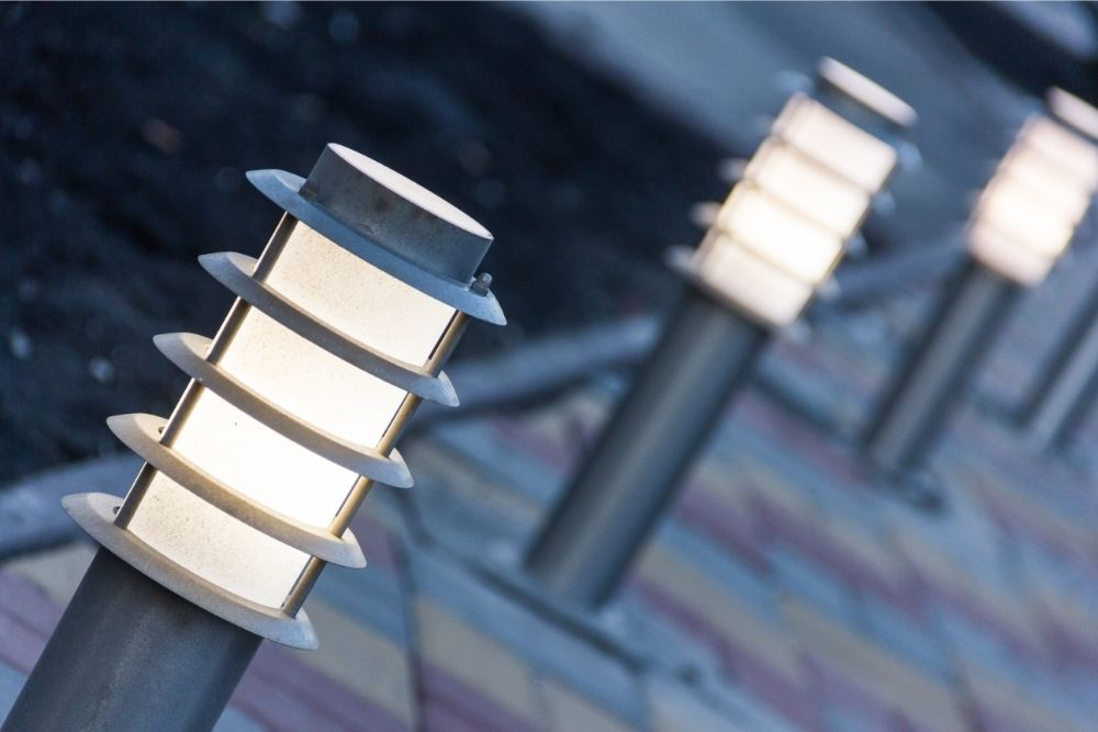 Should you turn solar lights off at night